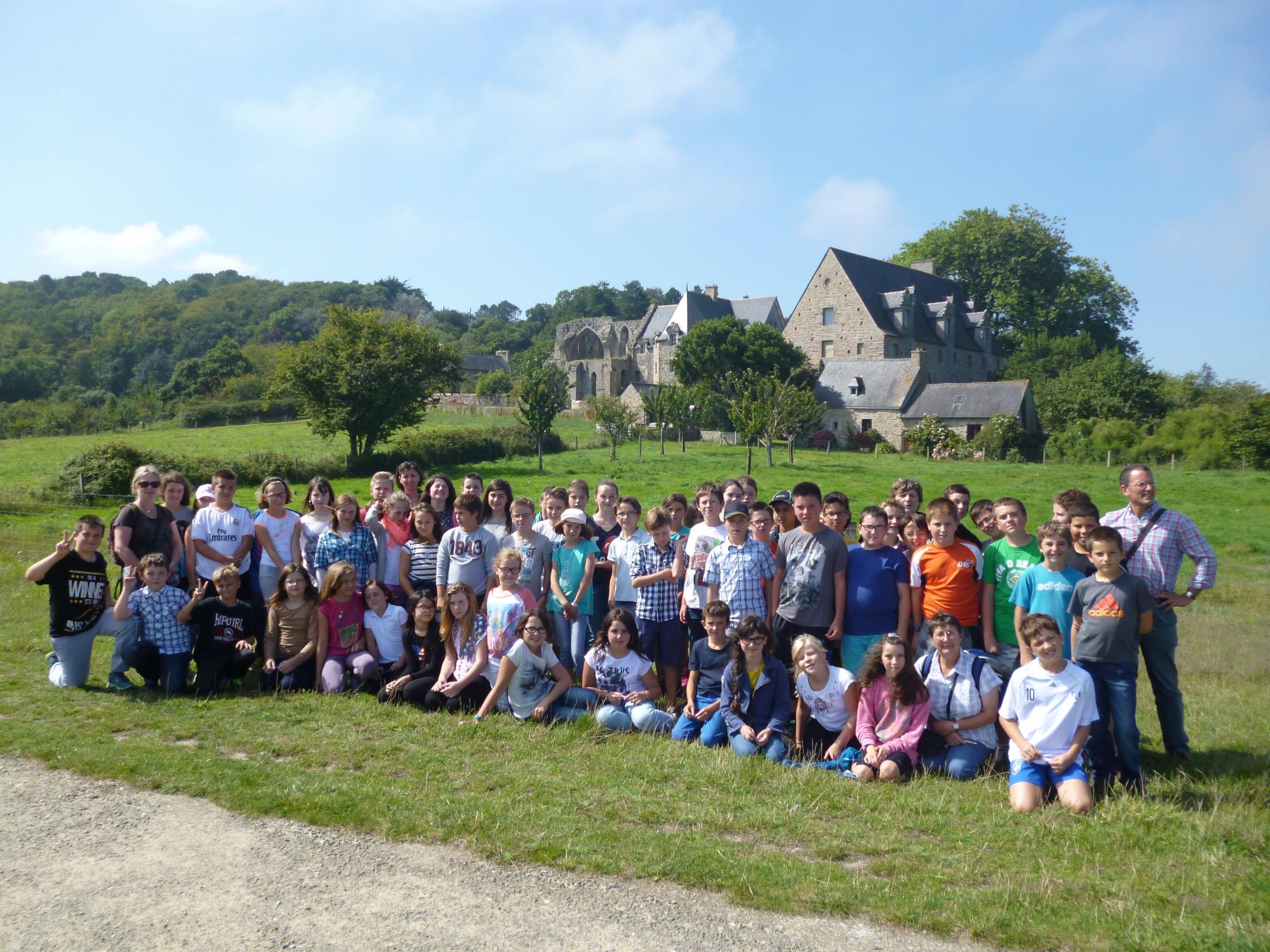 Le groupe devant l'abbaye de Beauport
